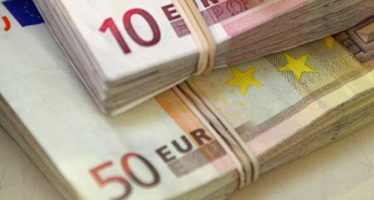 Euro to Decline as Market Considers Further Easing