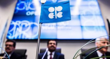Canadian Dollar Rises on Hopes of OPEC Production Cut
