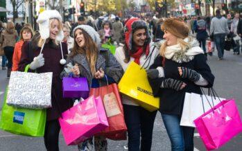 UK Consumers' Relentless Shopping Turns Pound Bullish