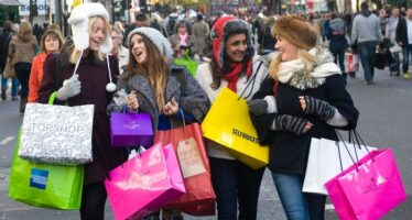 UK Consumers' Relentless Shopping Turns Pound Bullish