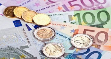 Euro Weakens On Decline In Sentix Investor Confidence