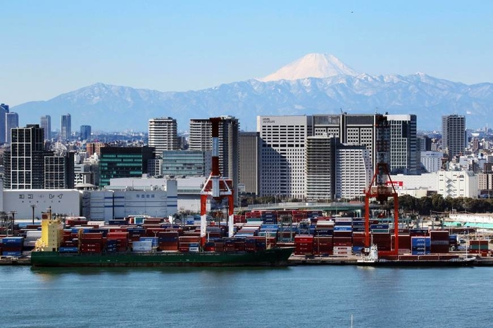 Japanese cityscape with mountain in background - photo - August 2018