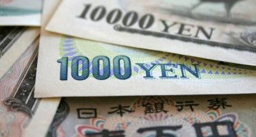 Yen strengthens on Unexpected Boost In Consumer Spending