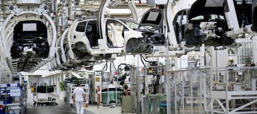 Euro Remains Weak Despite Strong German Trade Surplus Data