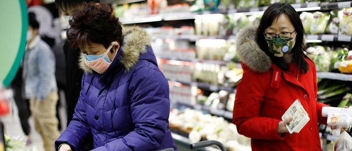 Chinese shoppers wearing masks to protect against the coronavirus - photo - 11th Feb 2020