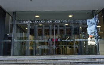 Kiwi Dollar Turns Volatile as RBNZ Announces Rate Cut