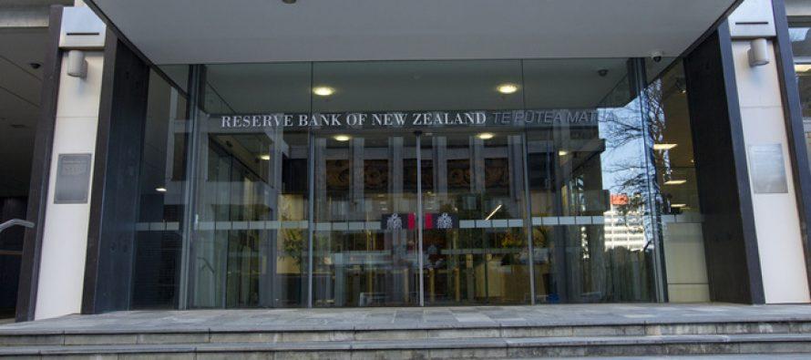 Kiwi Dollar Turns Volatile as RBNZ Announces Rate Cut
